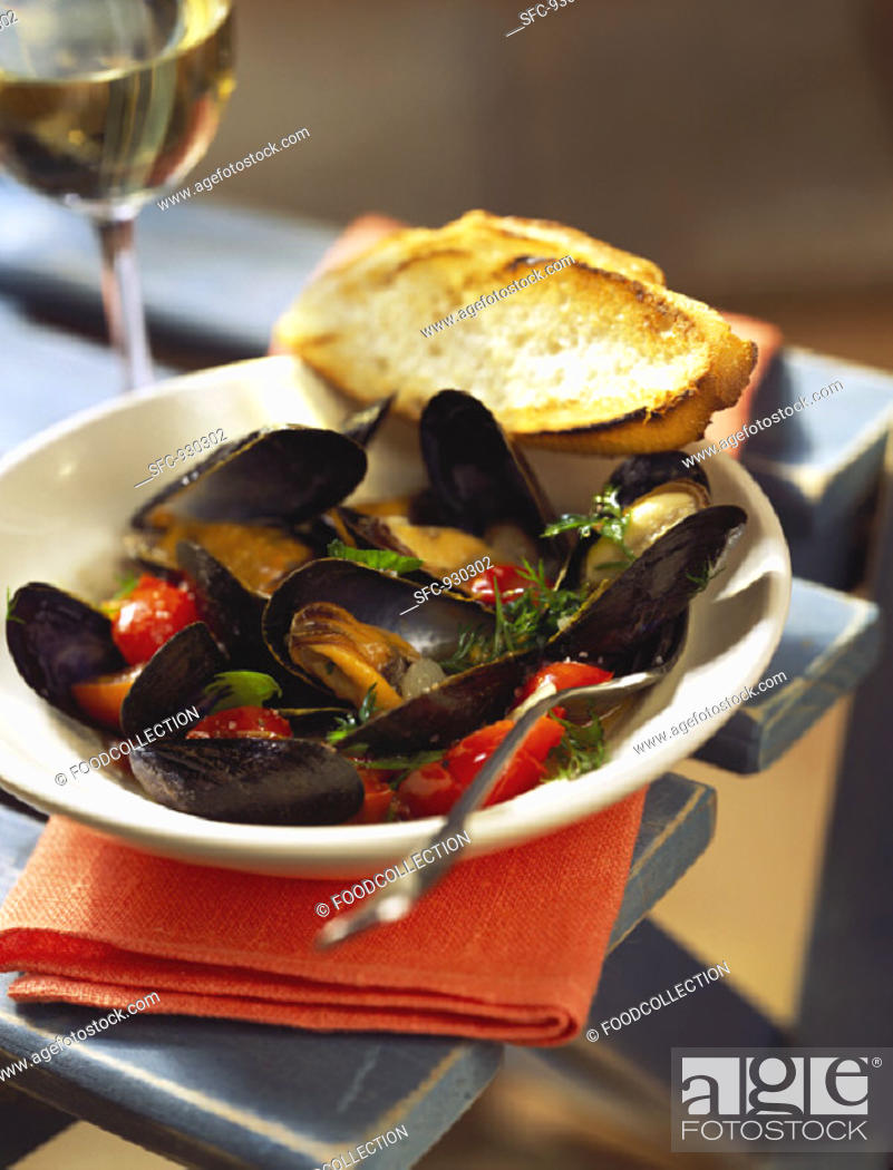 Stock Photo: Mussels in wine stock.