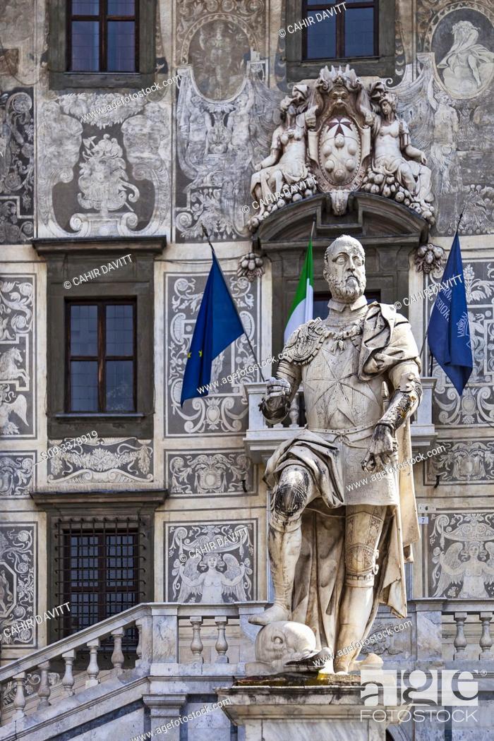 Stock Photo: The Cosimo 1st Monument outside the Palazzo della Carovana designed by the architect Giorgio Vasari, Piazza dei Cavalieri, Pisa, Tuscany, Italy.
