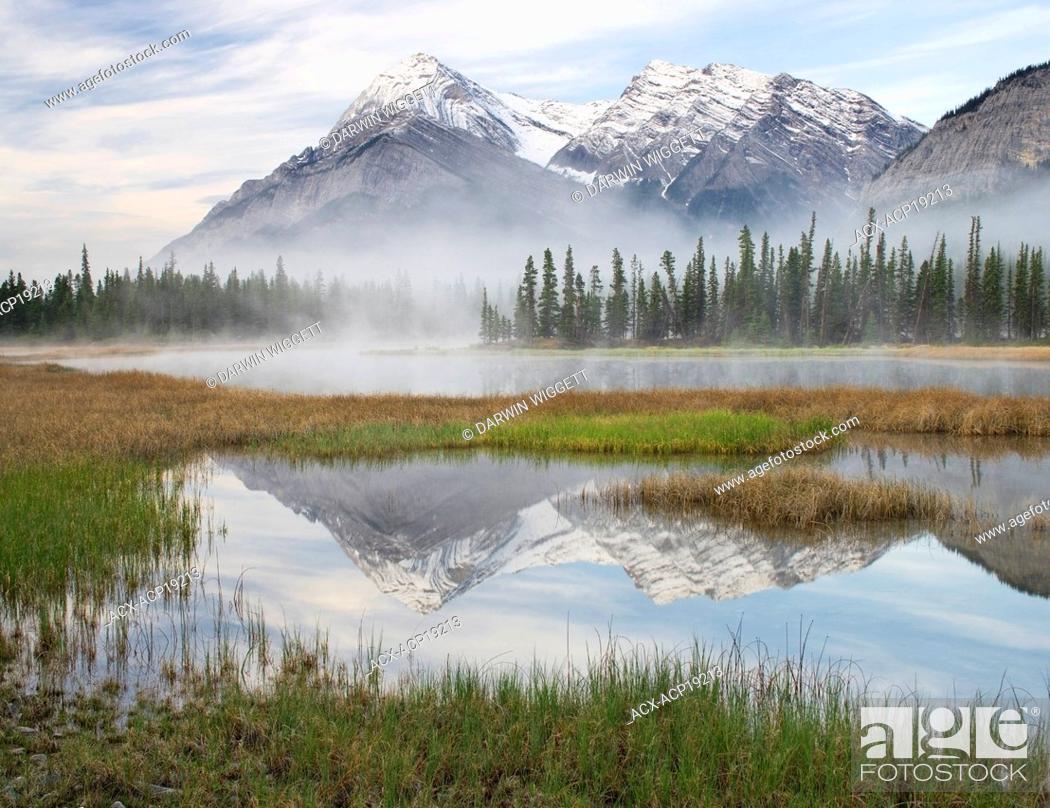 Stock Photo: Elliot Peak and Whitegoat Lakes, Kootenay Plains, Bighorn Wildland, Alberta, Canada.