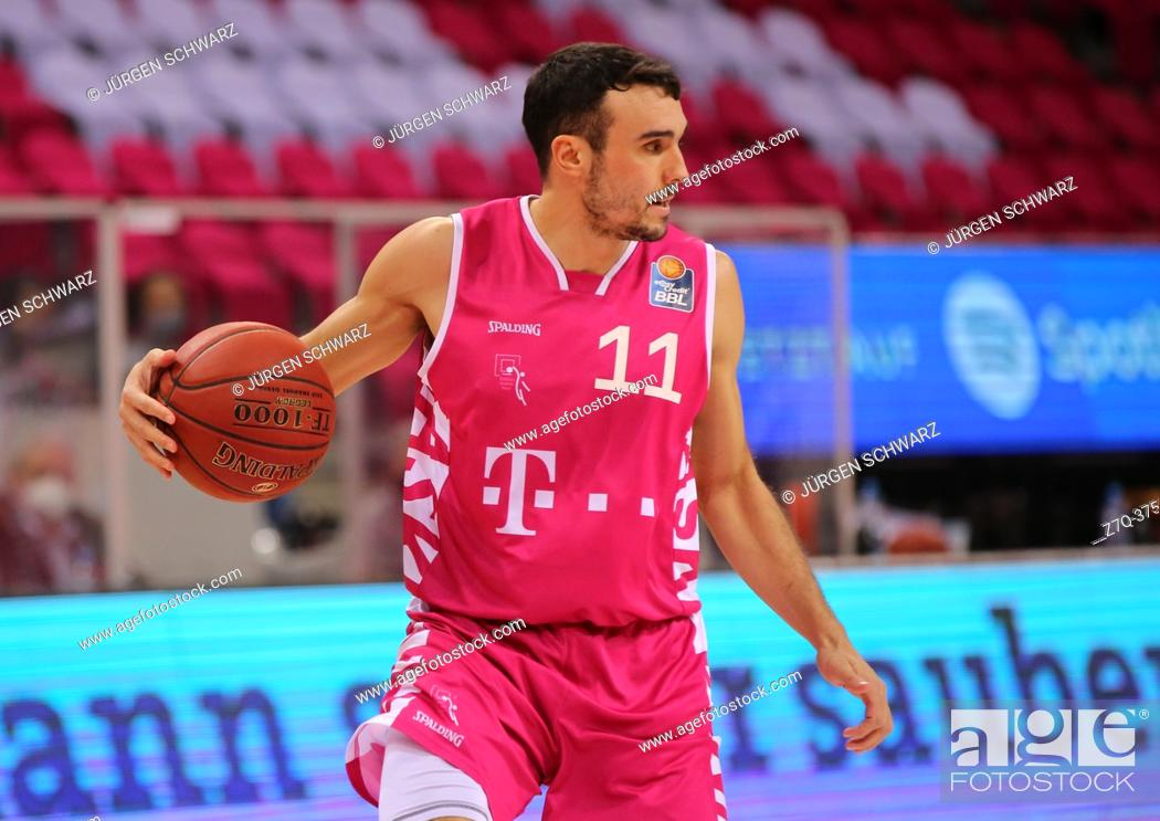 Imagen: Bonn, Germany, 09. 01. 2021, Telekom Dome, Basketball Bundesliga, Telekom Baskets Bonn vs s. Oliver Wuerzburg: Anthony DiLeo (Bonn) controls the ball.
