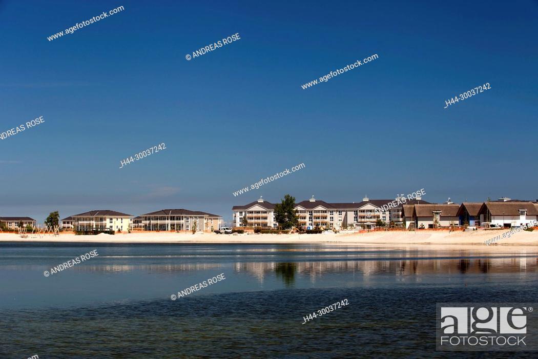 Stock Photo: Blick über den Binnensee auf eine Hotelanlage, Heiligenhafen, Deutschland, Europa.