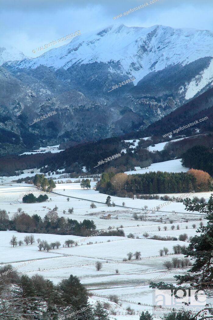 Imagen: Mountainous landscape in Belagua, Roncal valley, Navarre, Pyrenees Mountains, Spain.