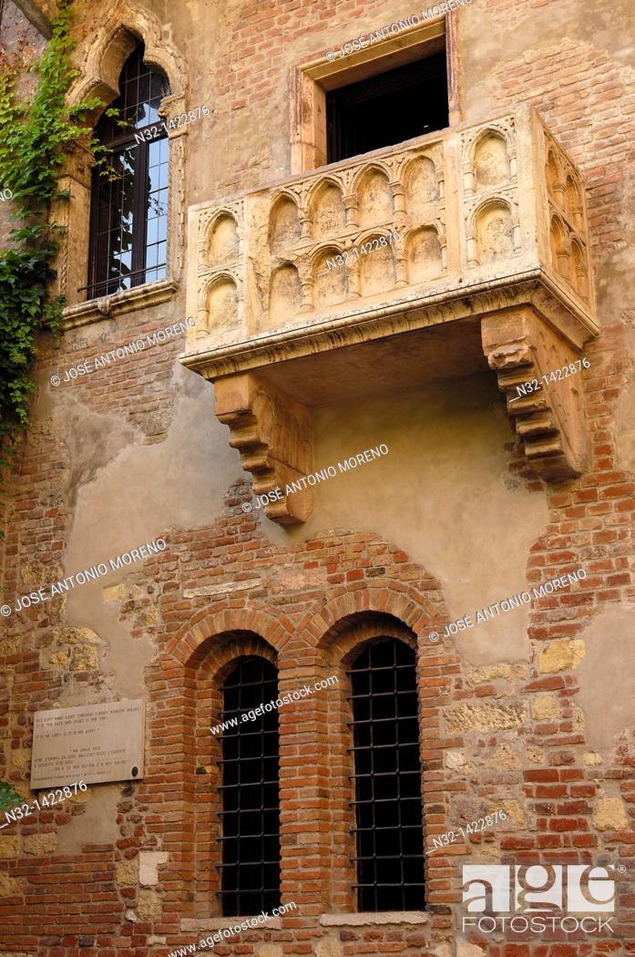 Stock Photo: Verona, House and balcony of Giulietta, Casa Capuleti, Veneto, Italy.
