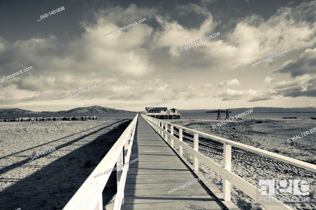 Stock Photo: USA, California, San Francisco, Presidio, Golden Gate National Recreation Area, Crissy Field pier, morning.