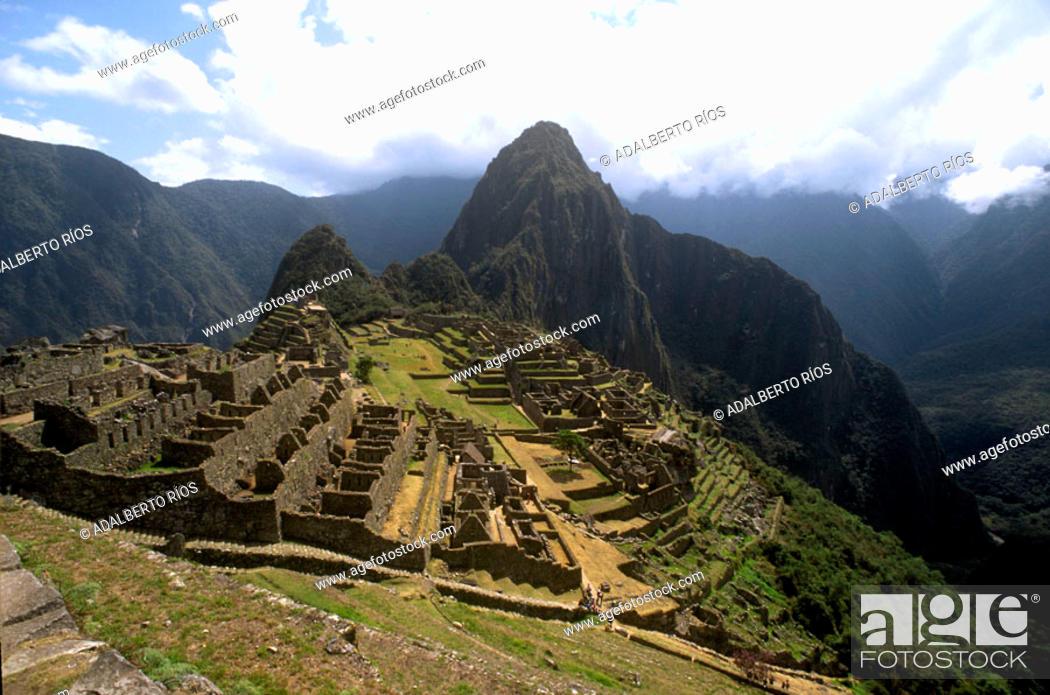Stock Photo: Machu Picchu. Huayna Picchu. Peru/ Machu Picchu y Huayna Picchu. Machu pichu. Machu Pichu la gran ciudad inca enclavada en las cumbres sobre el rio Urubamba.