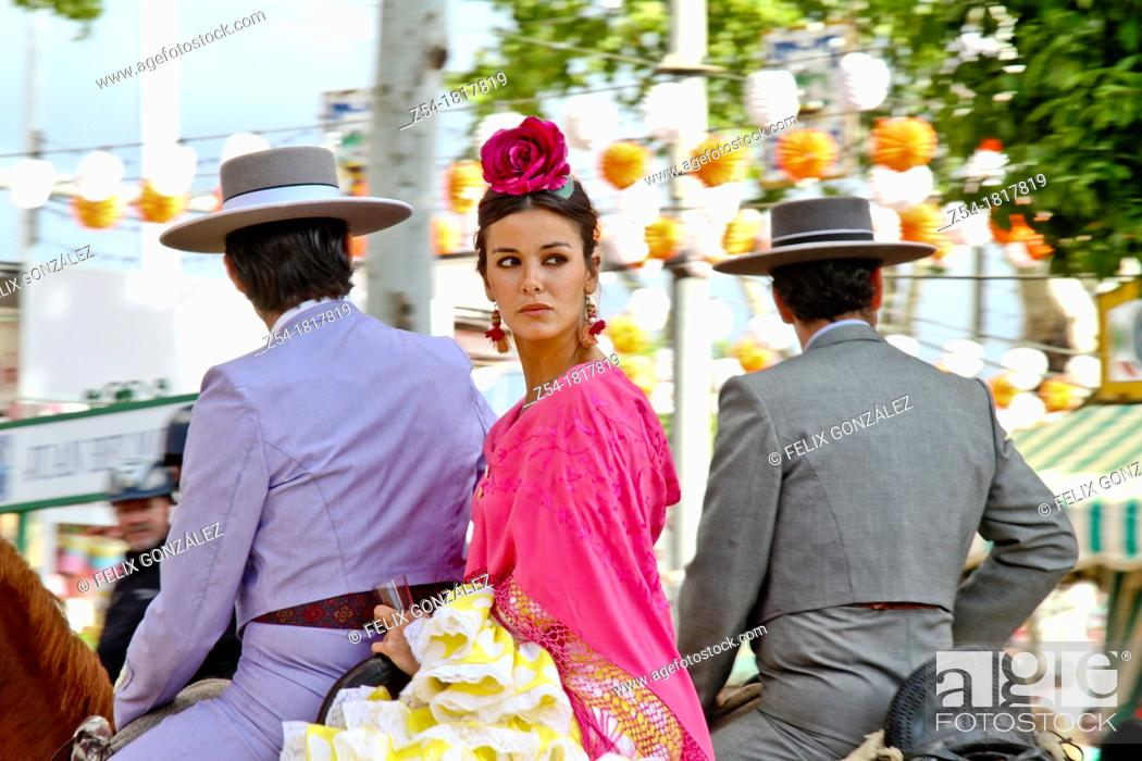 Imagen: April Fair, Couple in a traditional costumes on a horse, Sevilla, Spain.