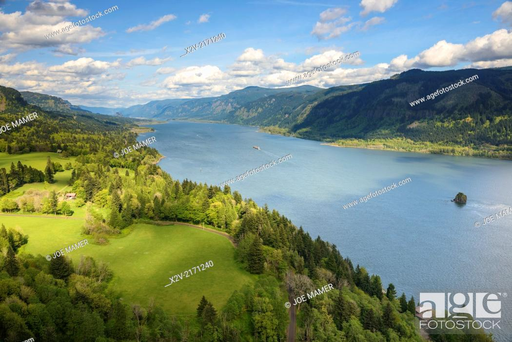 Photo de stock: View from Nancy Russell Memorial Lookout at the rim of Cape Horn.