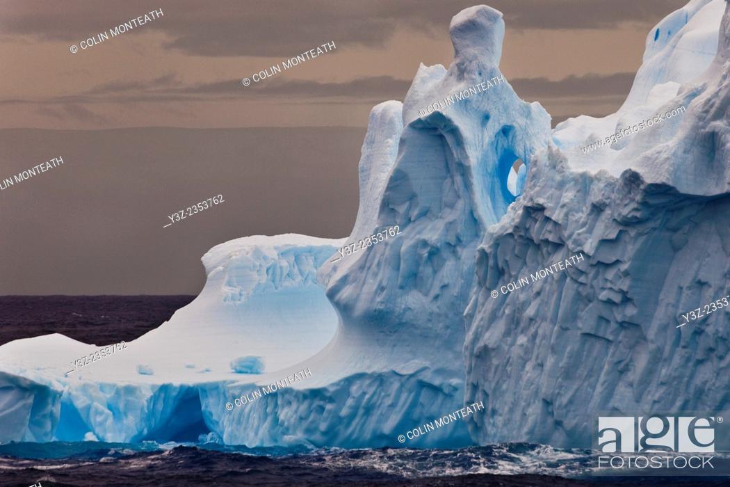 Imagen: Eroded iceberg, Southern Ocean, East Antarctica.