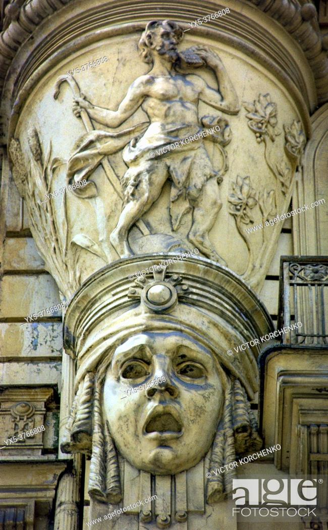 Imagen: Deatail of the facade of art nouveau apartment building on Strelnieku street in Riga.