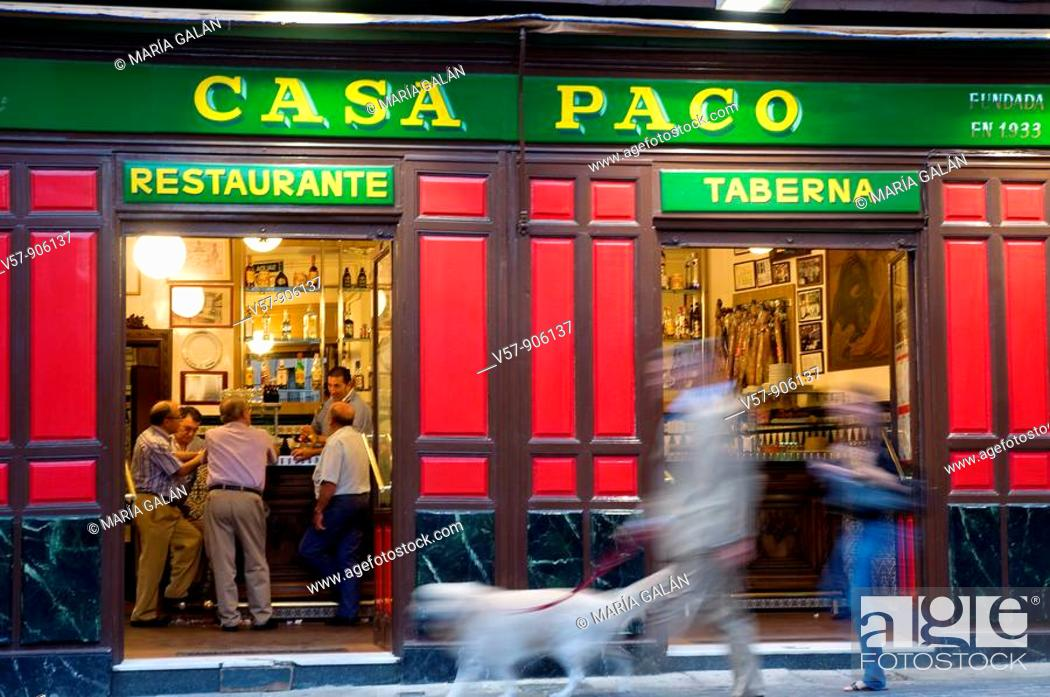 Imagen: People in Casa Paco restaurant. Madrid, Spain.