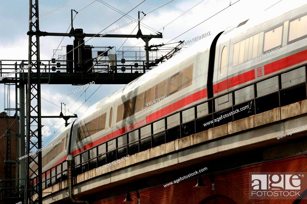 Berlin Kurfuerstendamm Ice Zug In Der Naehe Vom Bahnhof Zoo