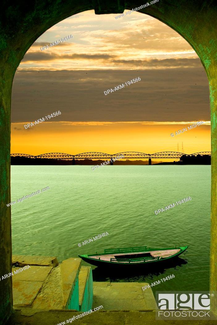Stock Photo: Ganges river, varanasi, uttar pradesh, india, asia.