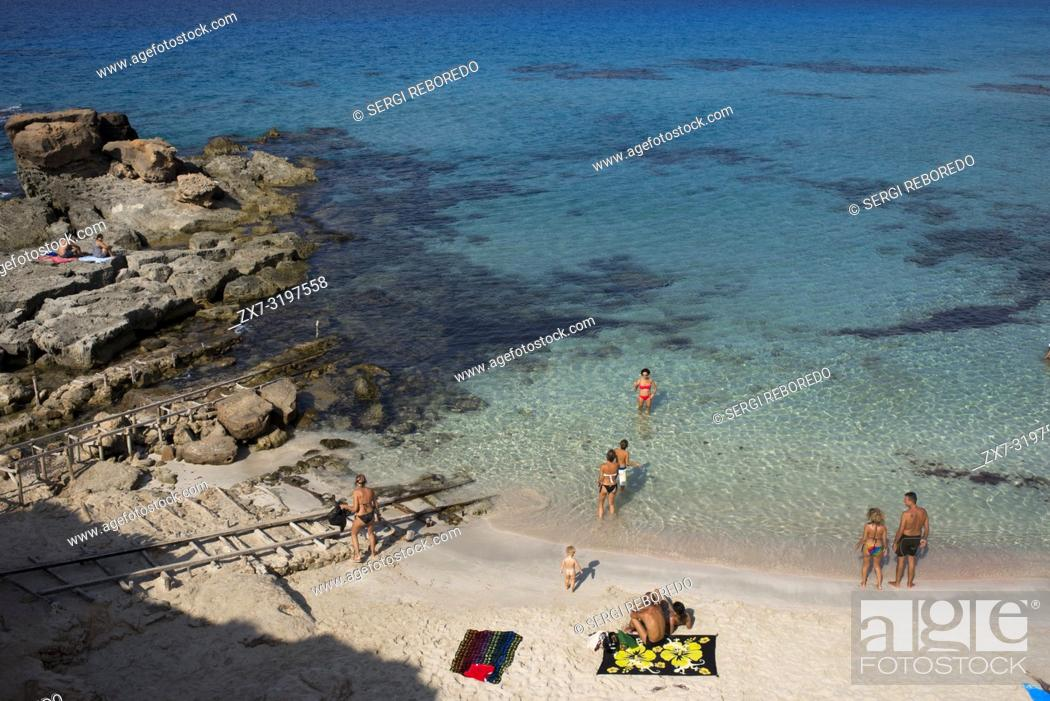 Stock Photo: Es caló des Mort, Migjorn beach, Formentera, Balears Islands, Spain. Holiday makers, tourists, Es caló des Mort, beach, Formentera, Pityuses, Balearic Islands.