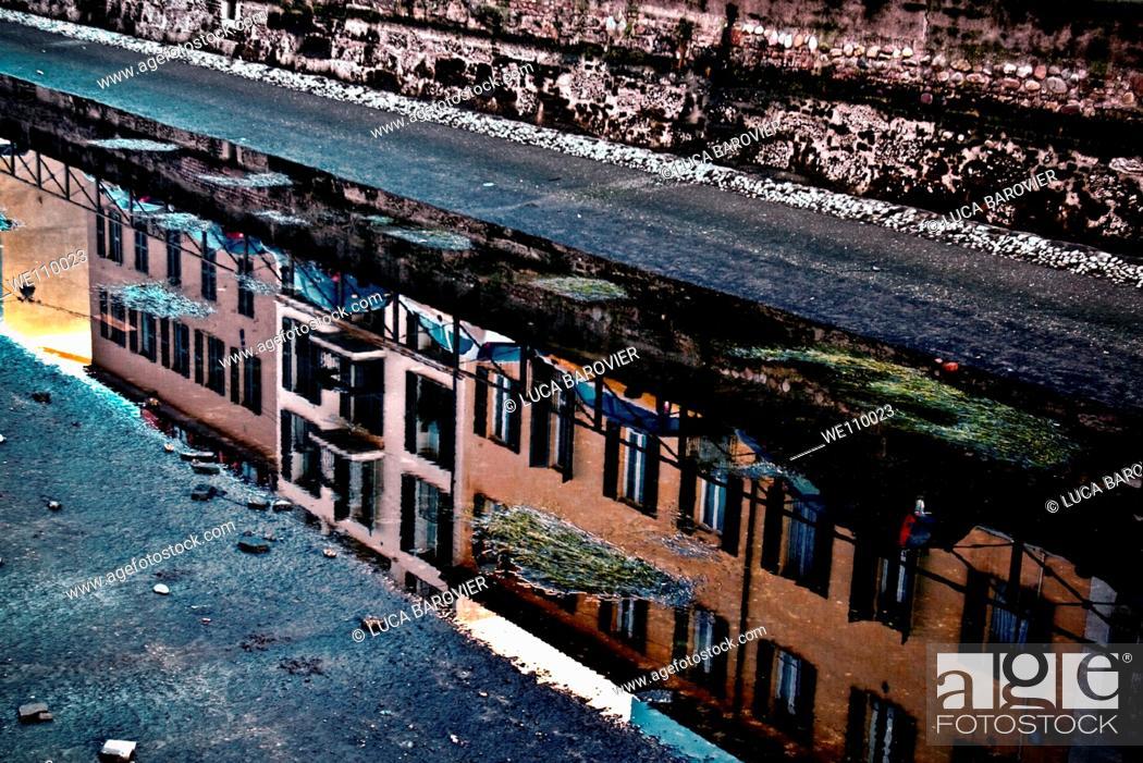 Stock Photo: Alzaia Naviglio Grande, Milan Italy - Little water in the channel.