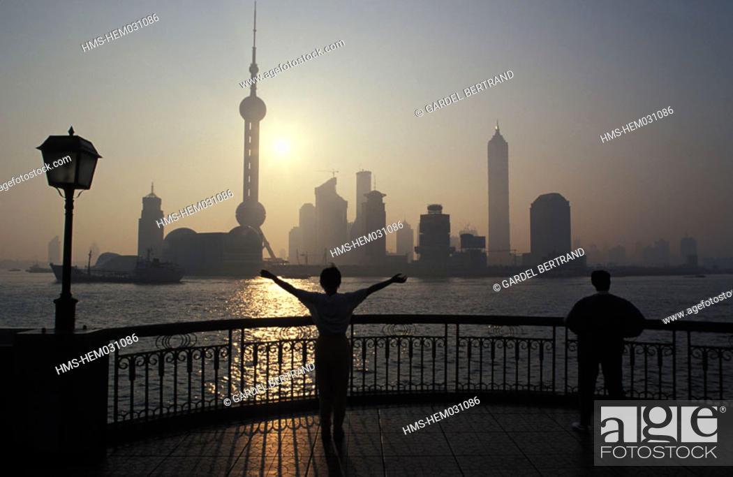 Stock Photo: China, Shanghai city, Taï Chi daily exercises on Bund at dawn.