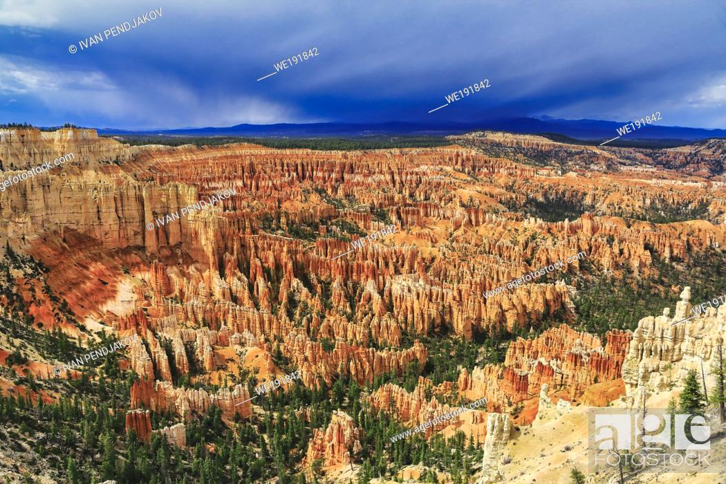 Stock Photo: Bryce Point, Bryce Canyon National Park, Utah, USA.