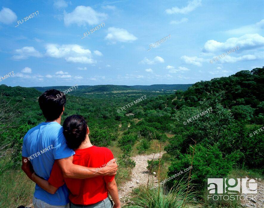 Stock Photo: Couple On Path, Bandara Texas.