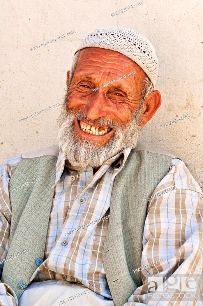 Stock Photo: Turkey, Eastern Anatolia, Nemrut Dagi Mount Nemrut, Kurd farmer.