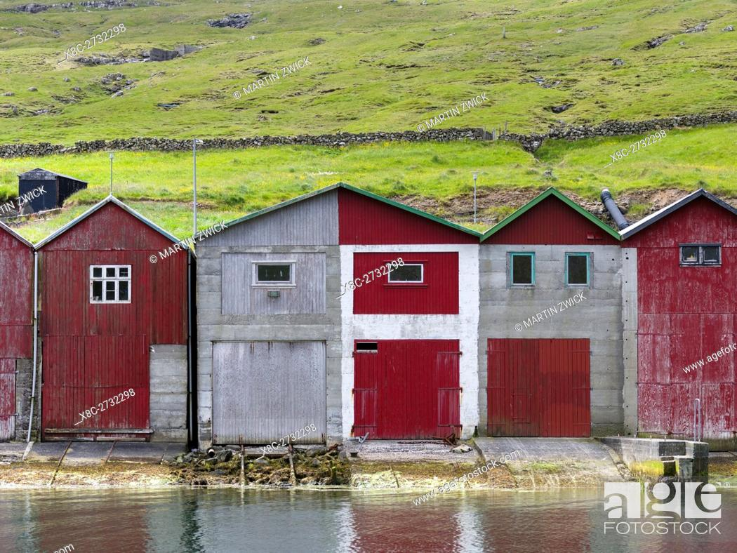 Imagen: Boat sheds in the harbour of Sorvagur (Soervagur), a small town at Sorvagsfjordur. The island Vagar, part of the Faroe Islands in the North Atlantic.