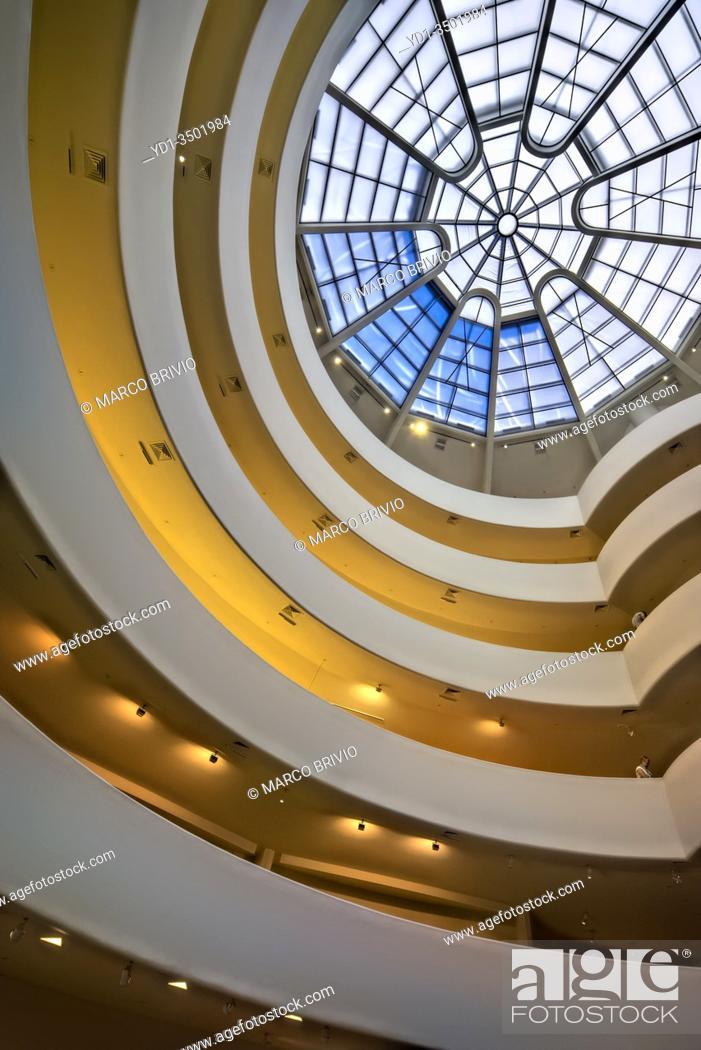 Stock Photo: New York. Manhattan. Solomon Guggenheim Museum.