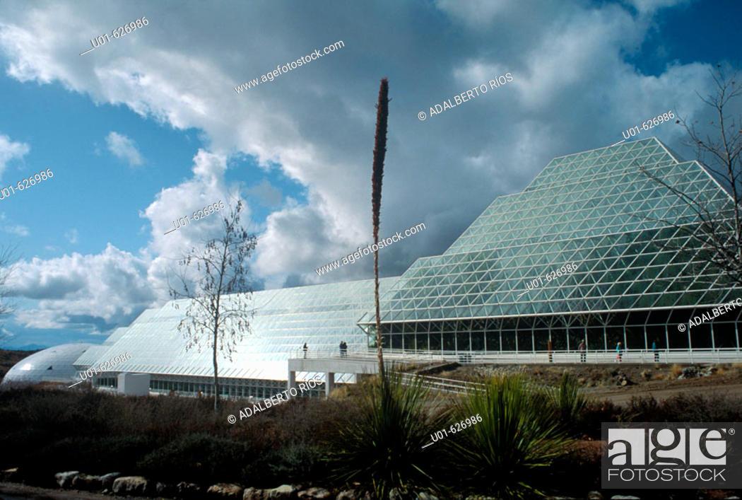 Stock Photo: Biosphere 2 Center. Arizona. USA/ Biosfera 2. El proyecto Biosfera II auspiciado por el millonario texano Ed Bass fue un experimento realizado en Arizona para.