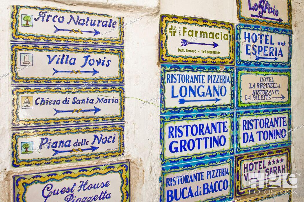 Imagen: signs Villa Jovis Arco Naturale, Piazzetta square, Umberto I square, Capri town, Capri Island, Campania region, Tyrrhenian Sea, Italy, Europe.