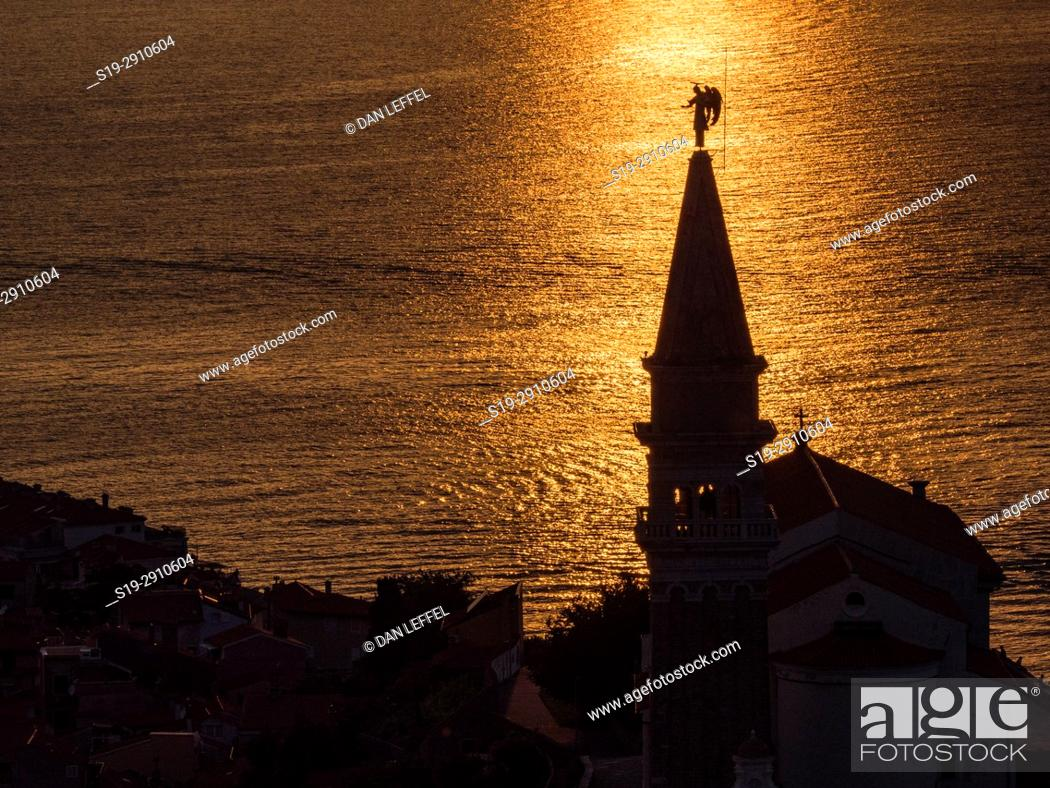Imagen: Sunset at the coastal city of Piran. Slovenia.