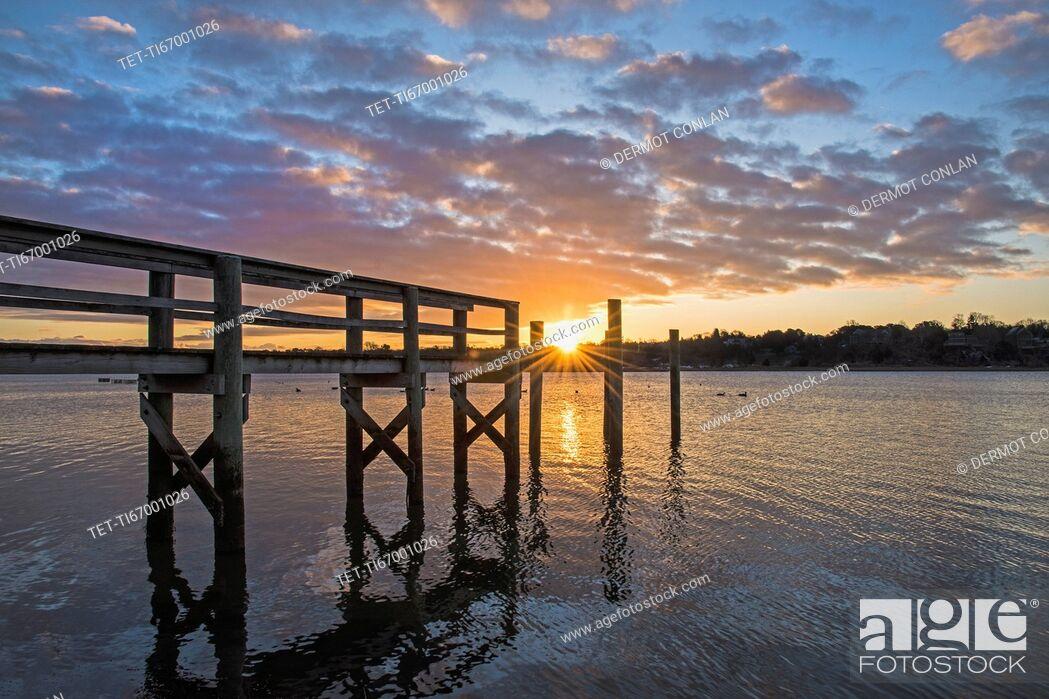 Imagen: USA, Massachusetts, Cape Cod, Eastham, Jetty at sunrise.