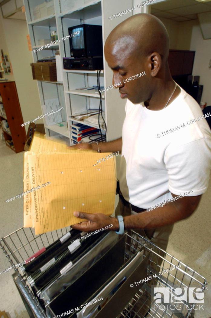 Photo de stock: Mailroom internal delivery.