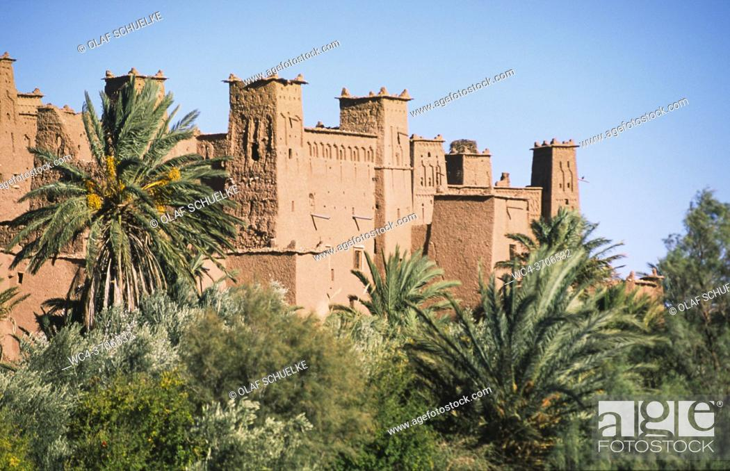 Stock Photo: Ouarzazate, Morocco, Africa - View of the ancient clay architecture and mud brick buildings of the historic fortress Ksar of Ait Benhaddou.