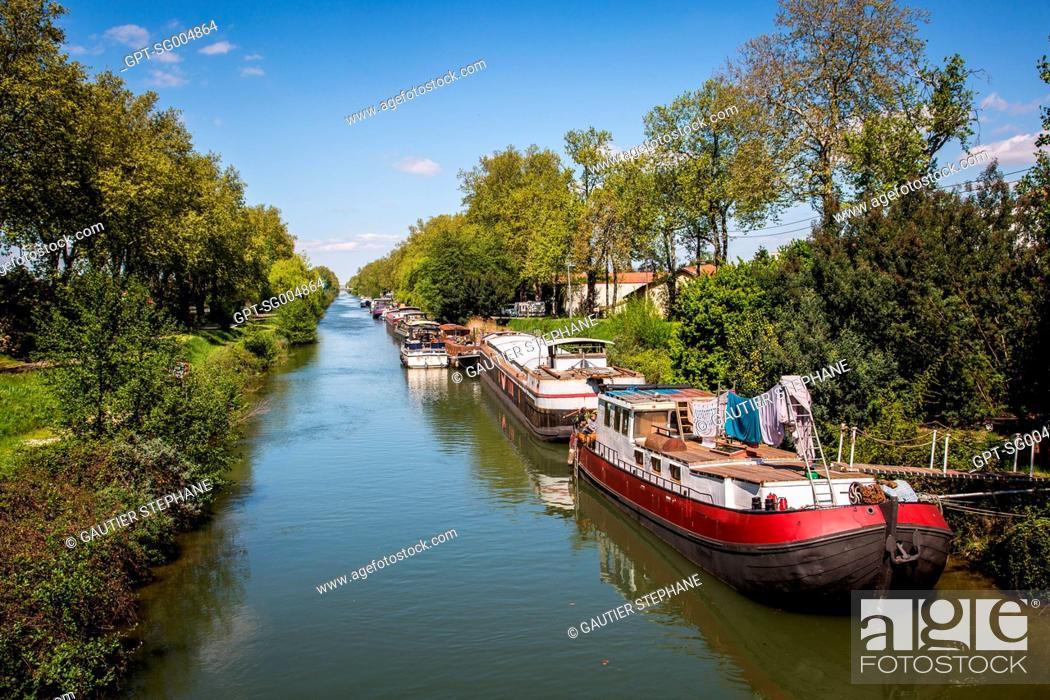 Stock Photo: THE CANAL OF THE GARONNE, TWIN BRIDGES, PONTS JUMEAUX, PORT DE L'EMBOUCHURE ON THE CANAL DU MIDI, (31) HAUTE-GARONNE, FRANCE.