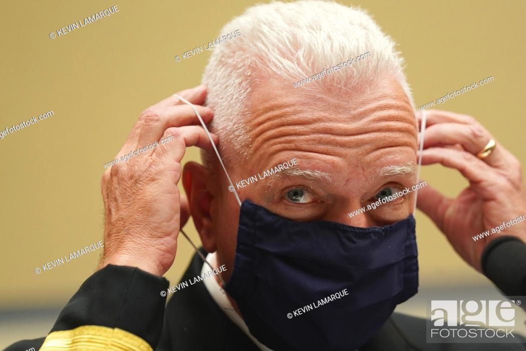 Photo de stock: Admiral Brett Giroir, United States Assistant Secretary for Health adjusts his protective face mask as he testifies before a House Select Subcommittee on the.