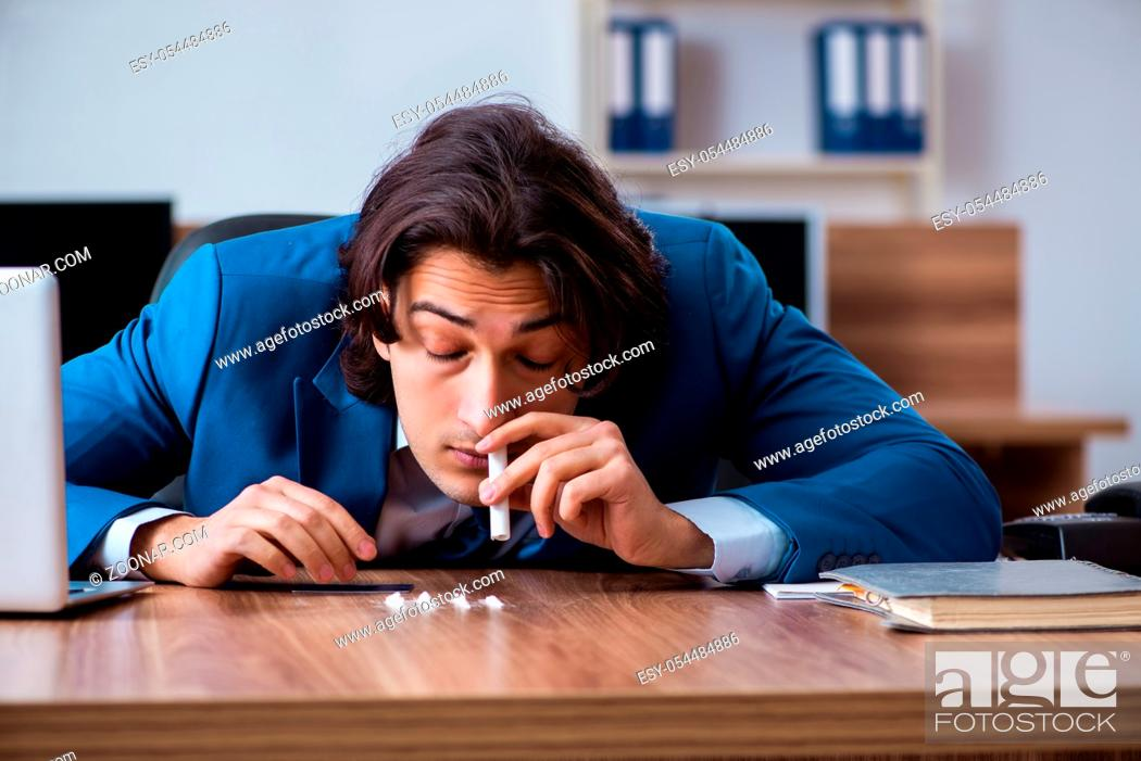 Imagen: The young man having problems with narcotics at workplace.