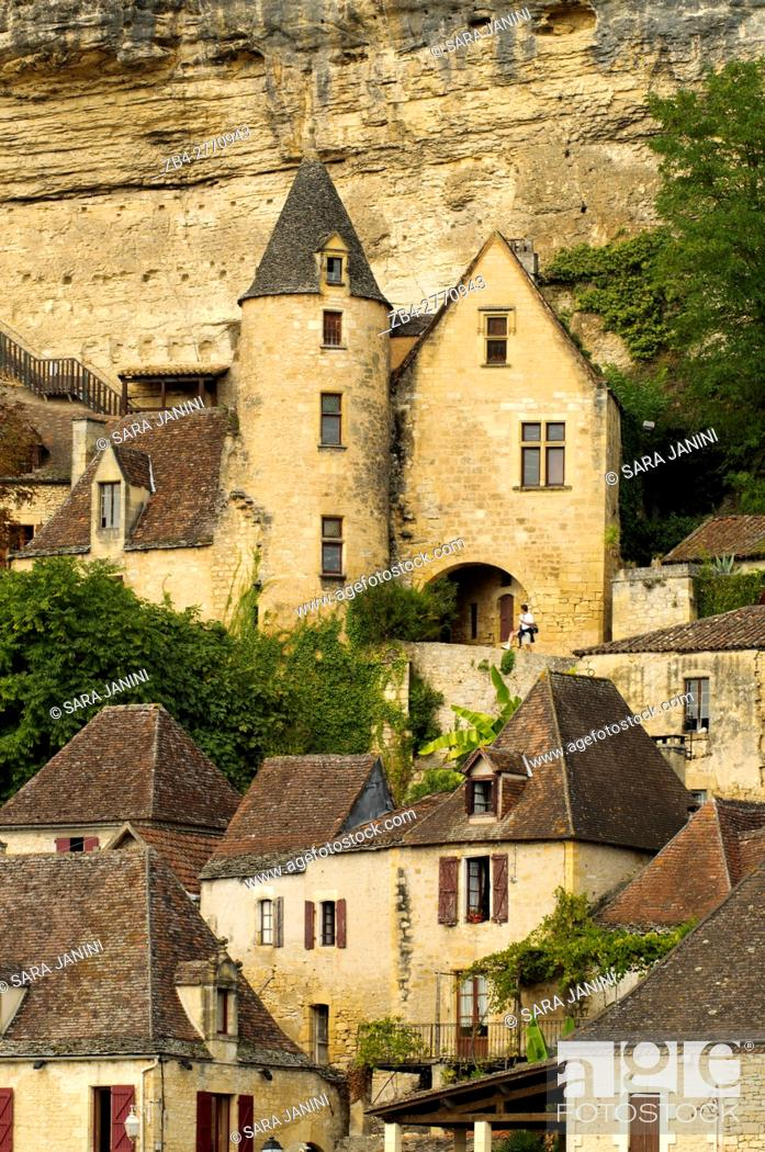 Stock Photo: La Roque-Gageac, Dordogne, Aquitaine, France. La Roque-Gageac is one of France's most beautiful villages. In a stunning position on the north bank of the.