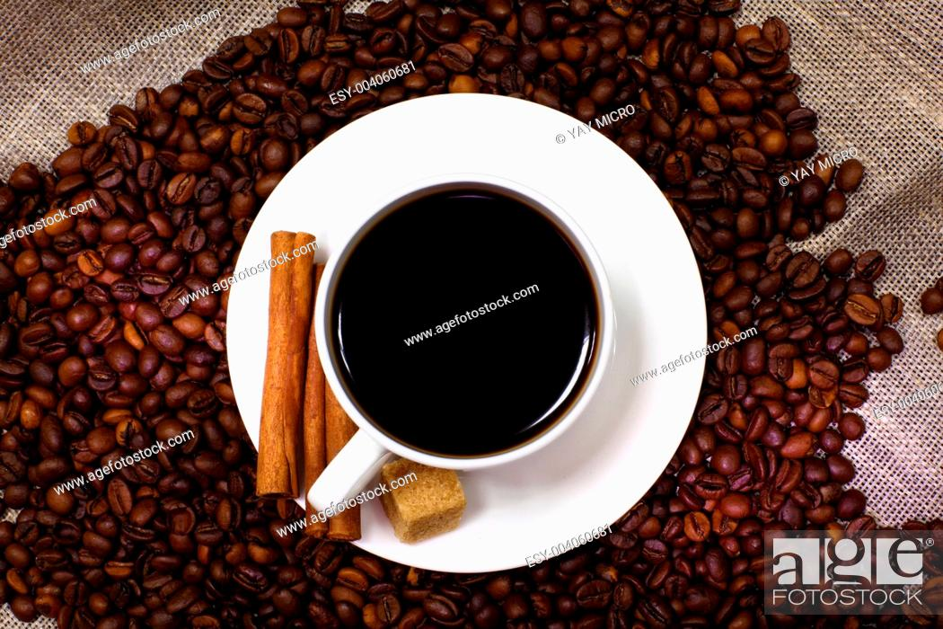 Imagen: Coffee beans and white cup.