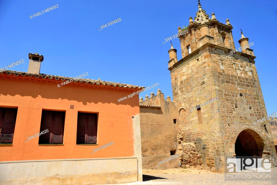 Imagen: Entrance to Veruela monastery, Vera del Moncayo, Zaragoza, Spain.