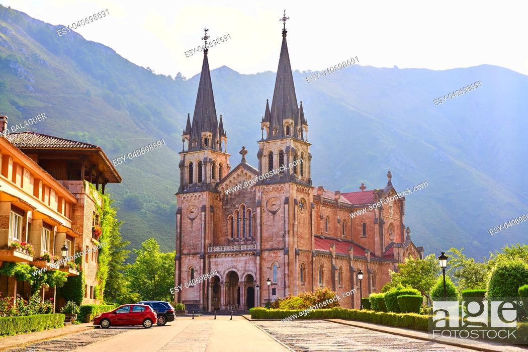 Imagen: Covadonga Catholic sanctuary Basilica church in Asturias at Cangas de Onis.