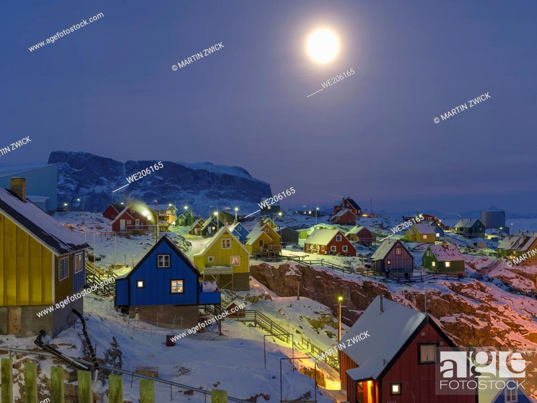 Stock Photo: Arctic night and full moon over Uummannaq during winter in northern Westgreenland beyond the arctic circle. North America, Greenland, Danish territory.