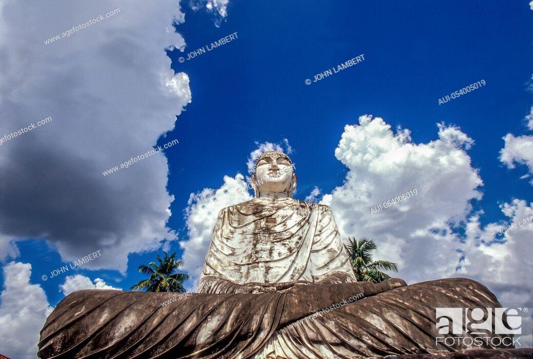 Stock Photo: sri lanka, anuradhapura, thuparama buddha.