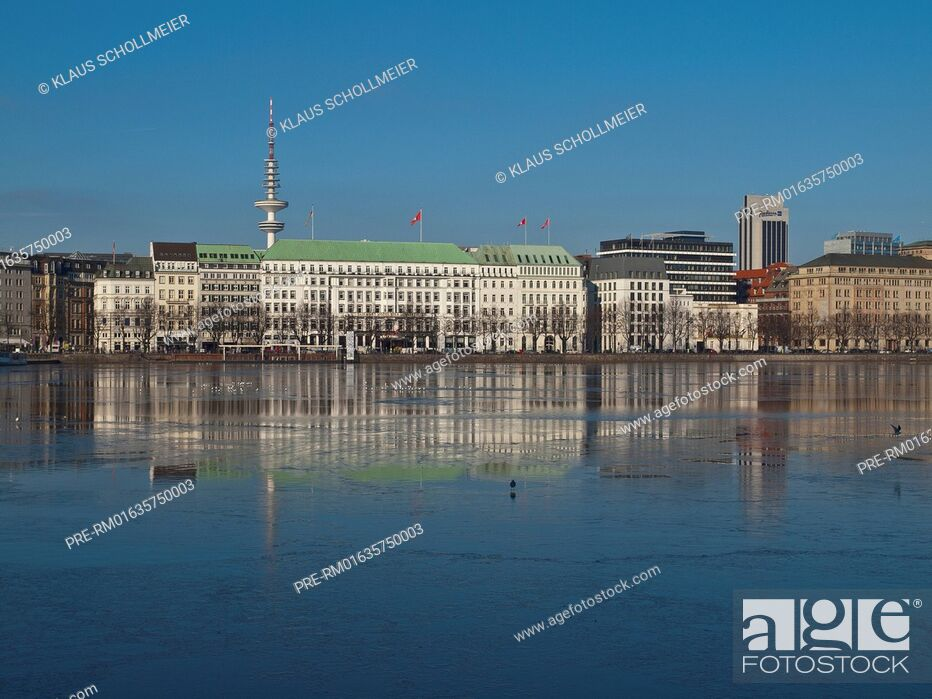 Stock Photo: Look over the Binnenalster to Neuen Jungfernstieg with Hotel Vier Jahreszeiten and the radio telecommunication tower, Hamburg.