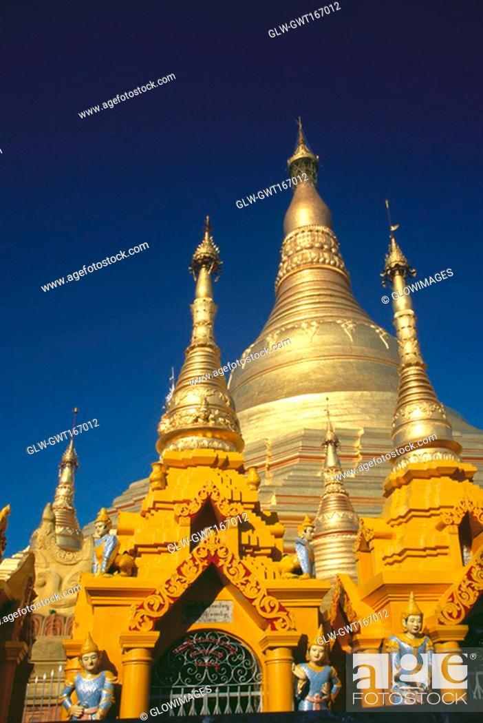 Stock Photo: Low angle view of a pagoda, Shwedagon Pagoda, Bagan, Myanmar.