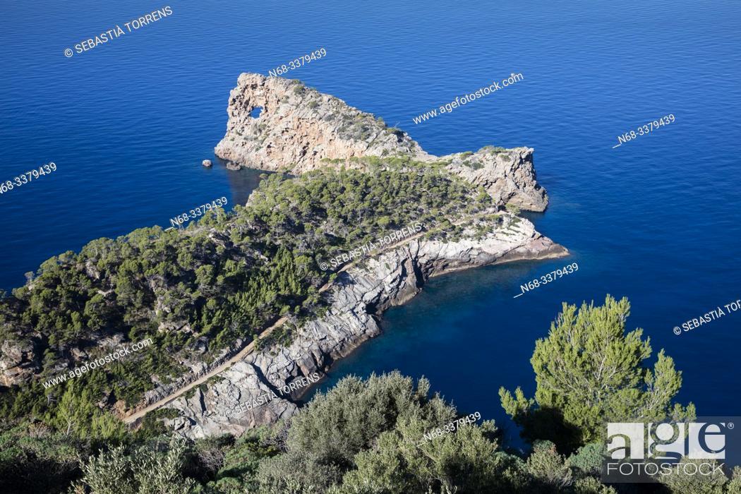 Imagen: View of Sa Foradada, Deia, Majorca, Spain.