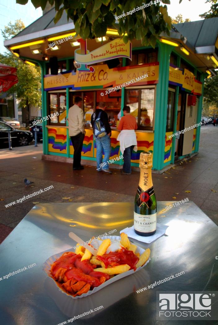 Imagen: Currywurst with chips, mayonnaise, ketchup and sparkling wine, chip shop, snack bar at Wittenbergplatz square, Schoeneberg, Berlin, Germany, Europe.