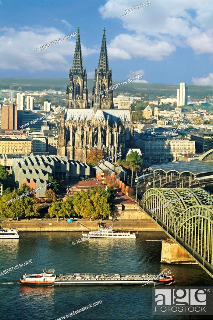 Stock Photo: view over thr river Rhine to Cologne Cathedral and Museum Ludwig, right Hohenzollern bridge, Cologne, Northrhine-Westfalia, Germany.
