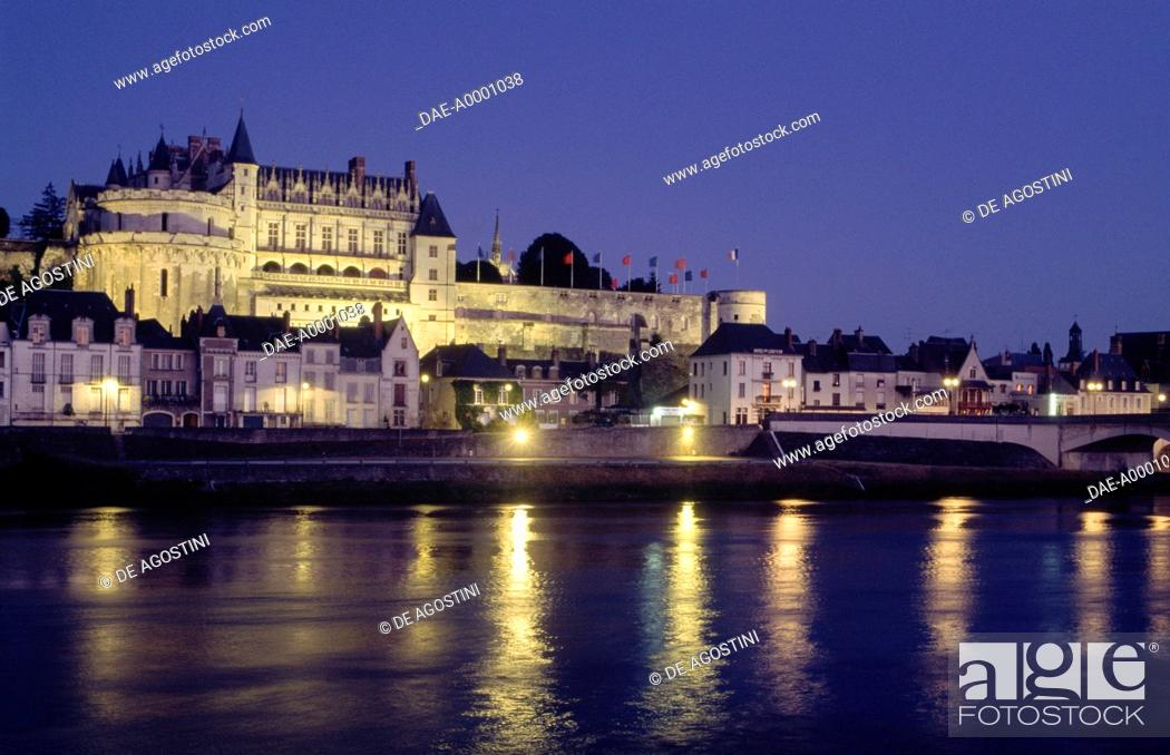 Photo de stock: Night view of the Royal chateau of Amboise, Loire valley (UNESCO World Heritage List, 2000), Centre region, France, 13th-19th century.