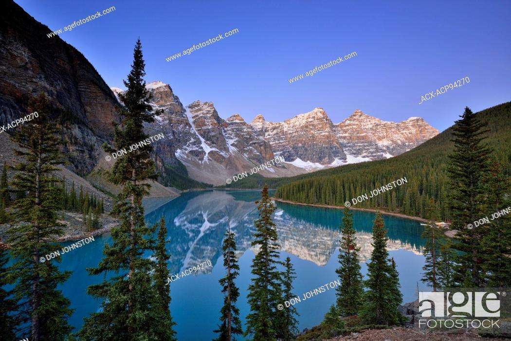 Stock Photo: Dawn at Moraine Lake, Banff National Park, Alberta, Canada.