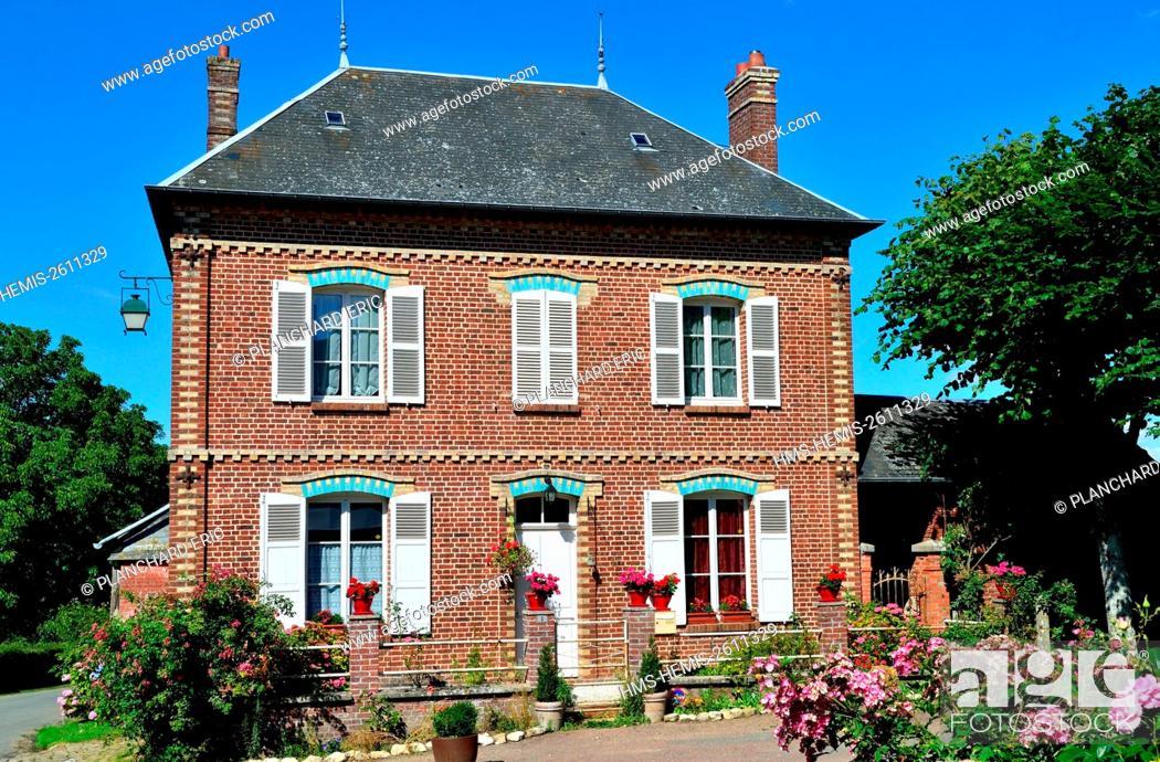 Stock Photo: France, Oise, Gerberoy, labelled les Plus Beaux Villages de France (The Most Beautiful Villages of France).