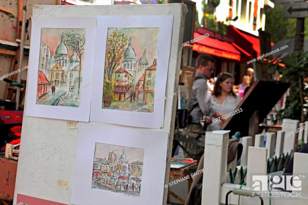 Stock Photo: PAINTERS PAINTING AND EXHIBITING THEIR WORKS ON PLACE DU TERTRE SQUARE, BUTTE MONTMARTRE, PARIS 75, FRANCE.