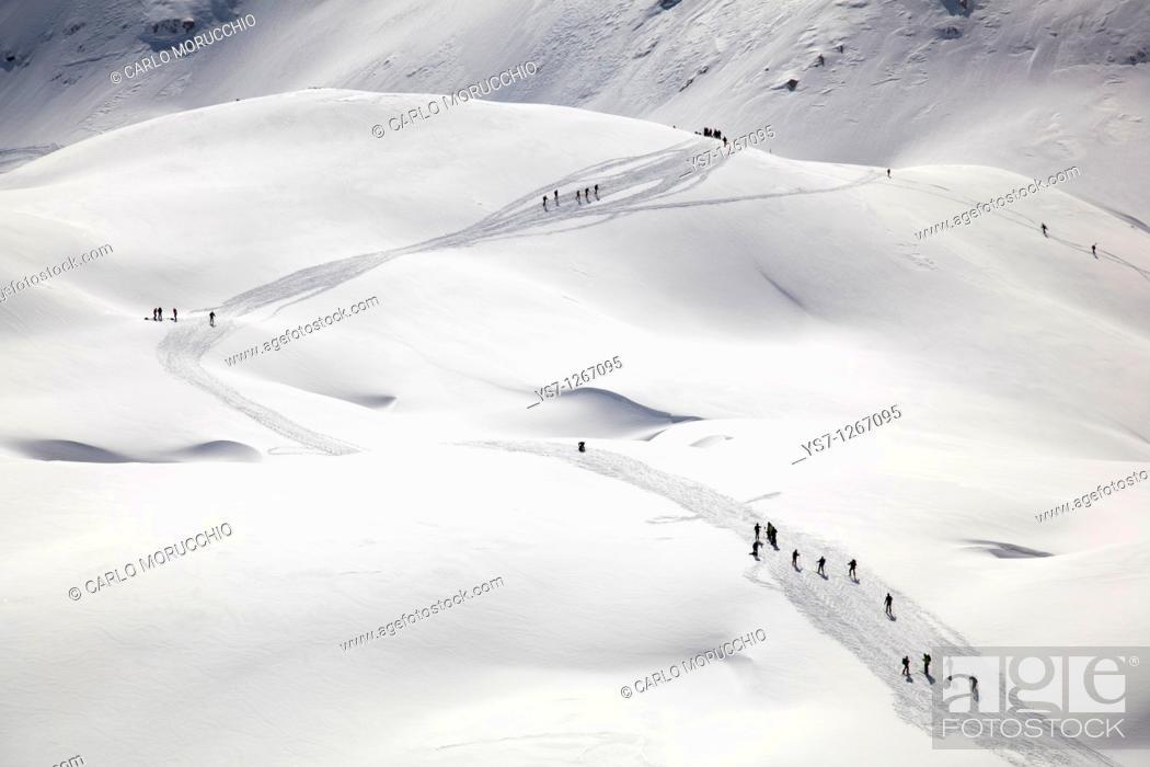Imagen: Ski mountaineering at Pale di San Martino, Dolomites, eastern Alps, Trentino Alto Adige, Italy.