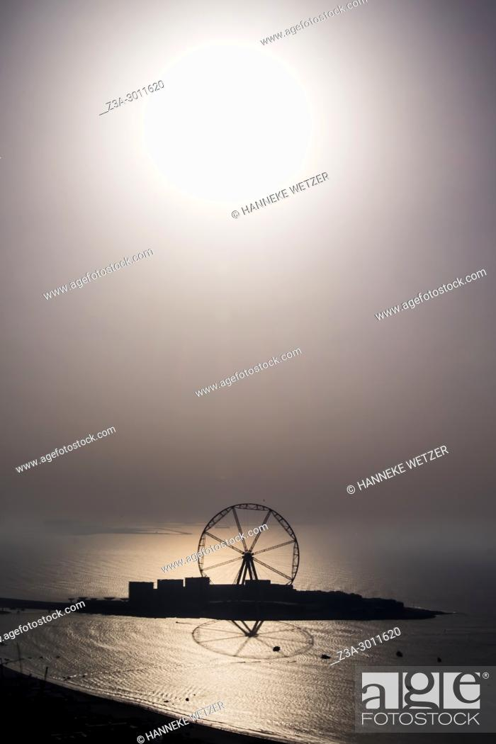 Stock Photo: World's largest ferris wheel: Dubai's new high-rise wonder which will carry 1, 400 passengers as it nears completion. . The 668 feet tall marvel will have the.